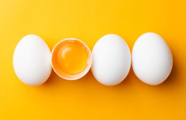 Ολόκληρο αυγό vs ασπράδι: Τι συνιστούν οι επιστήμονες